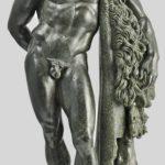 La magnifica statuetta bronzea che rappresenta Ercole in riposo, dal santuario di Ercole Curino a Sulmona, inizi del I secolo d.C.