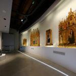 La sala C, nella quale sono esposti dipinti, sculture e oreficerie del Quattrocento.